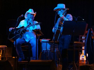 Country legend Johnny Lee performed for a packed house at the Lodge on August 23. Photos by Donna Ritchie.