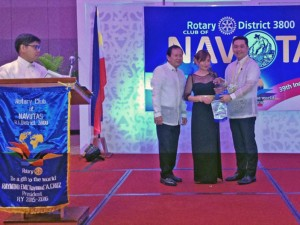 "Carmelita Kubota receives the ""Ambassador of Goodwill"" award from the Navotas Rotary Club in Manila, Philippines on September 16."