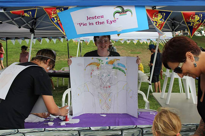 Pie-in-the-eye-booth-by-DR