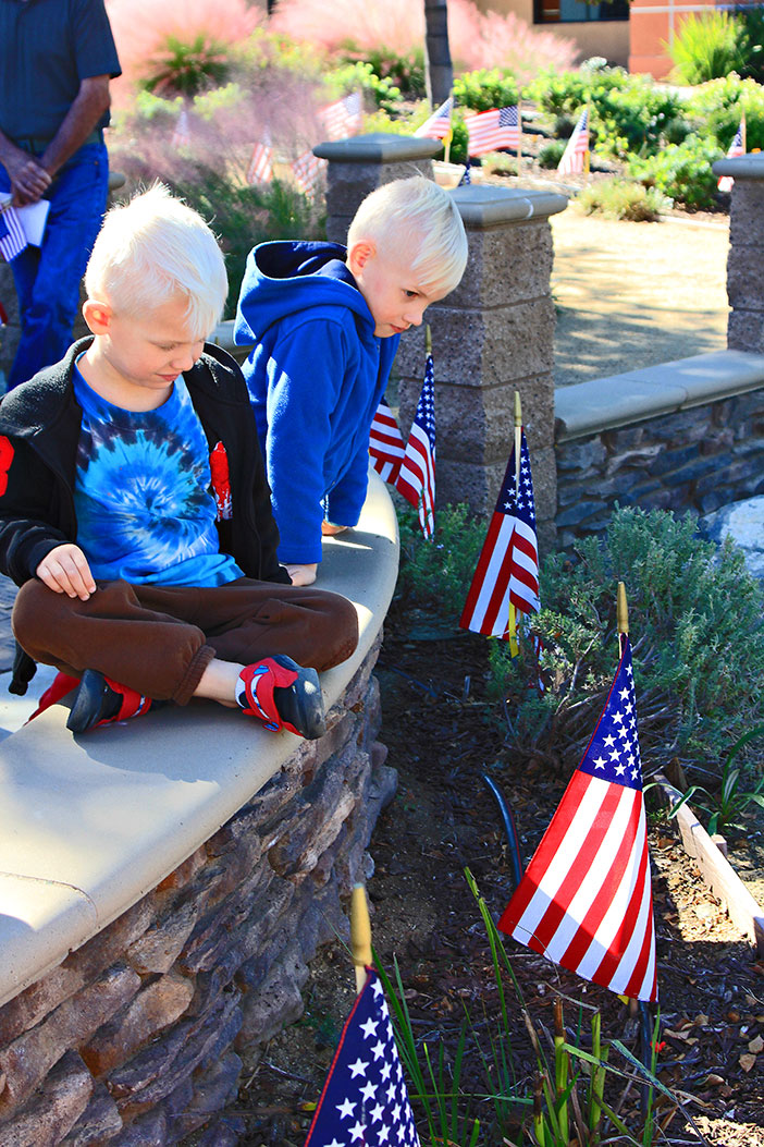 PIC-27-Vet's-Day-kids-w-flags-DK