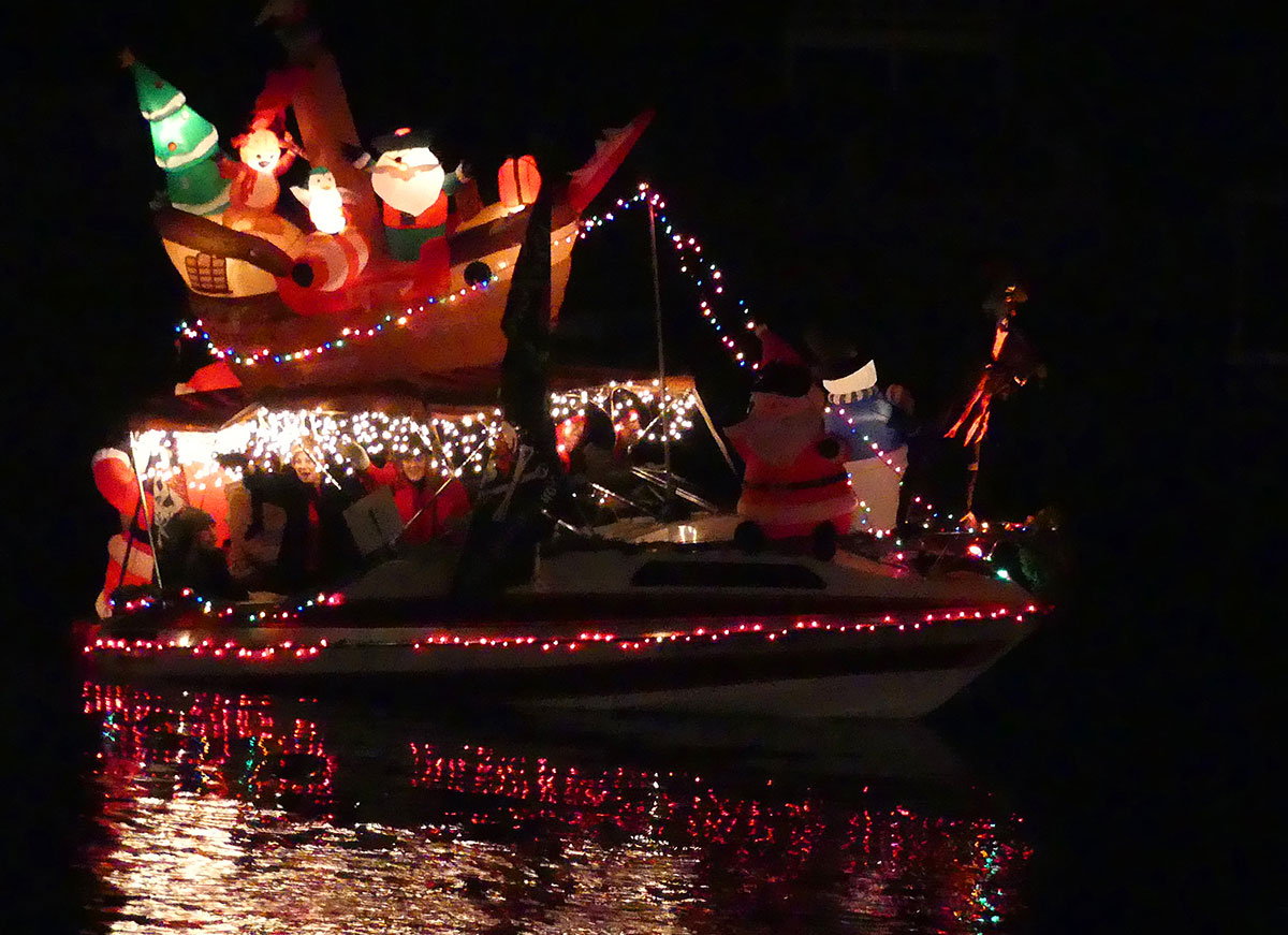 """2nd Place Ski Boat: """"Pirates Christmas in Paradise"""" by Rick Hauser. Photos by Bert Barbay."""