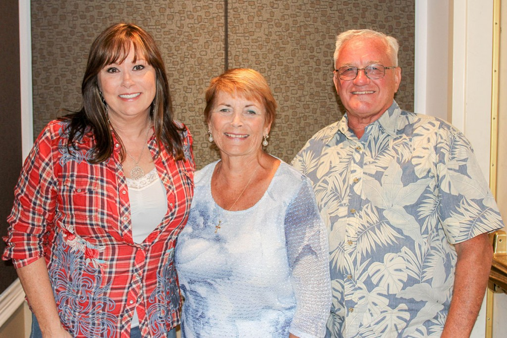 Bogguss didn't know she was getting her picture taken with Canyon Lake's own dignitaries, Nancy and Ted Horton.
