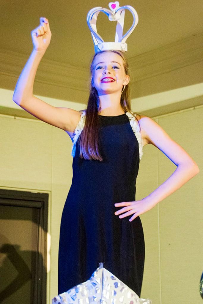 PIC-3-Queen-Jenna-Daniel-White-Queen-Small-Blue-Cast
