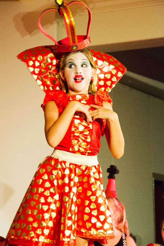 PIC-4-Queen-Red-Queen-Ella-Gotoski-Green-Cast