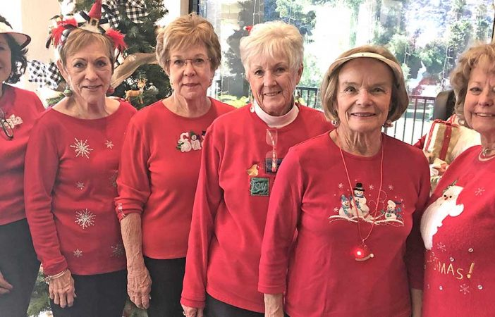 Women S Golf Club Hosts Christmas Tourney The Friday Flyer